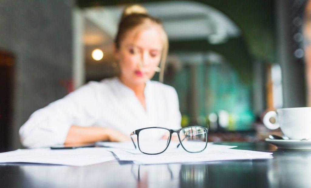 quitarse las gafas con cirugia refractiva