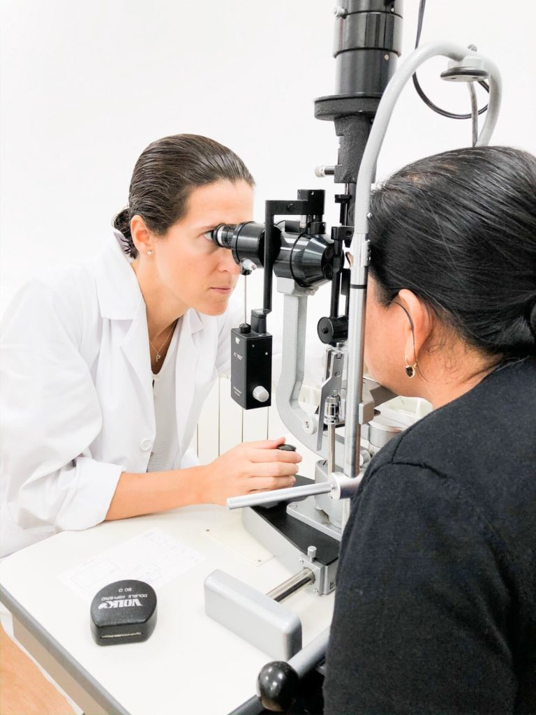 Oftalmólogo pruebas nervio óptico